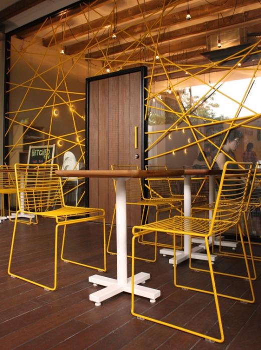 geltonos vielinės kėdės