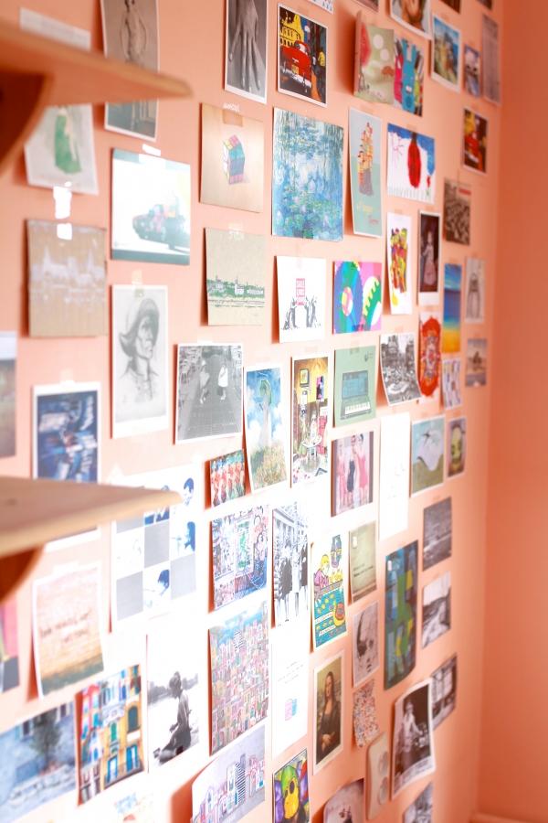 atvirukai ant sienos