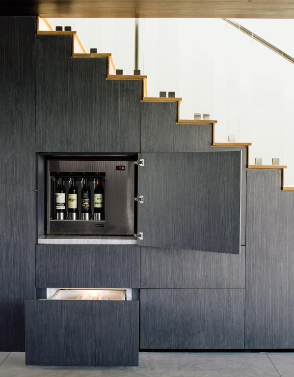 virtuve po laiptais