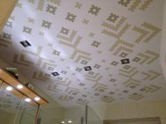 Colorful and wallpapered ceiling - an exclusive solution!