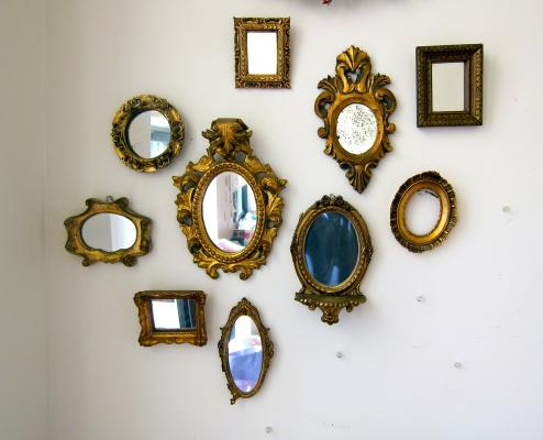daug veidrodžių