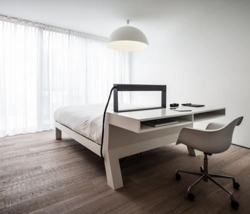 stalas už lovos