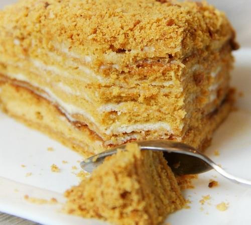 karamelinis-medaus-tortas-2