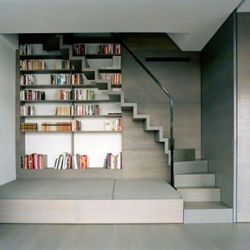 kaip išnaudoti vietą po laiptais