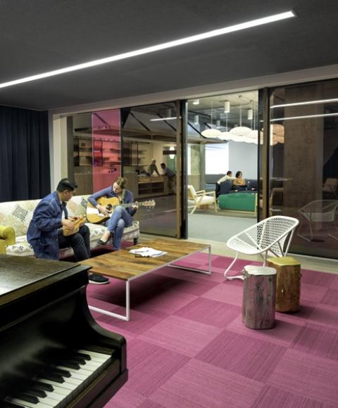 muzikos kambarys ofise