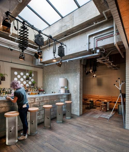 lofto stiliaus kavinė