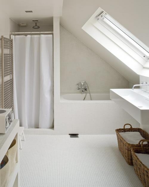 šlaitinis stogas vonioje