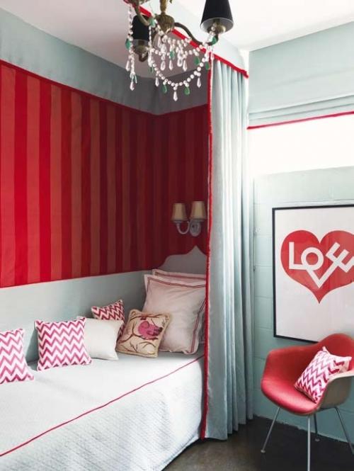 raudoni tapetai