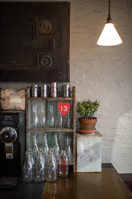 13. butelių išdėstymas kavinėje