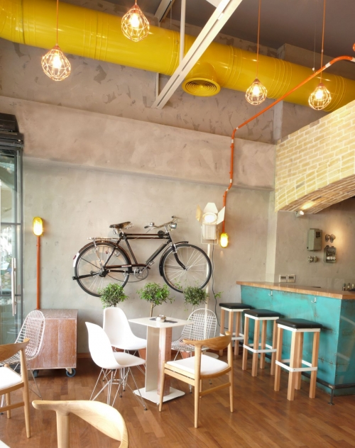 dviratis ant sienos