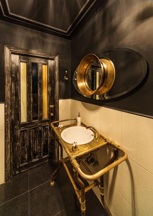 viešo wc interjeras