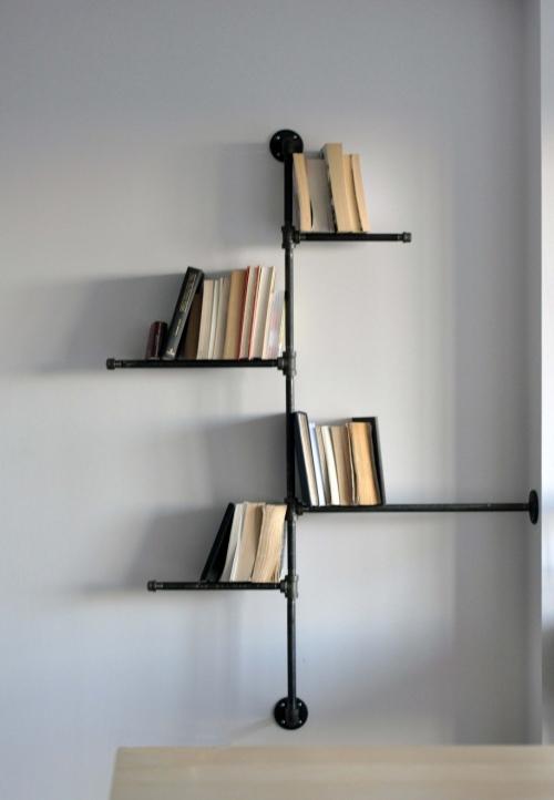 originali knygų lentyna