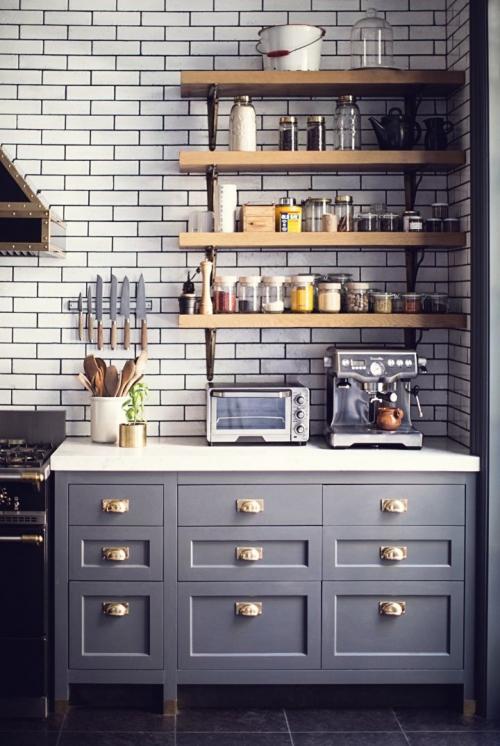 atviros lentynos virtuvėje