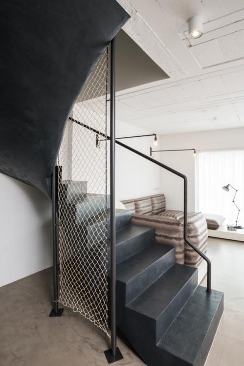 juodi laiptai