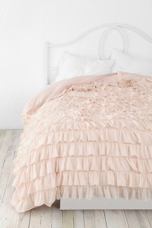 pink bed sheet