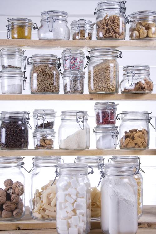 stiklainiai virtuvėje