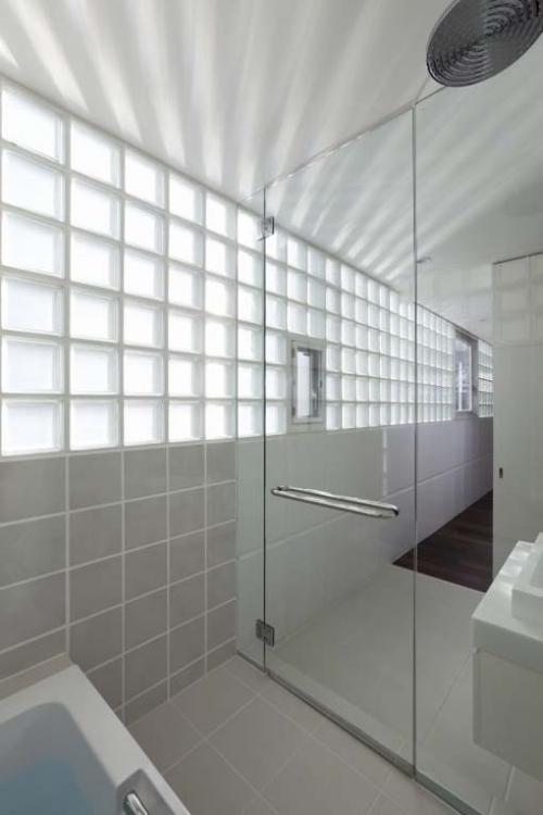 stiklo blokelių siena