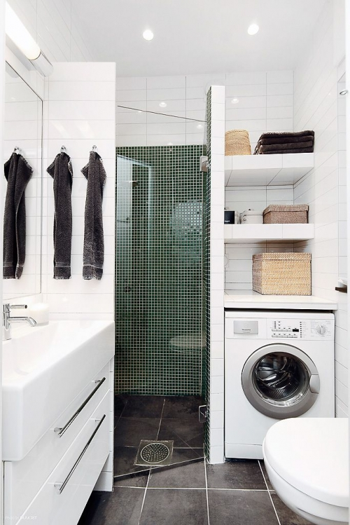 skalbimo mašina mažoje vonioje