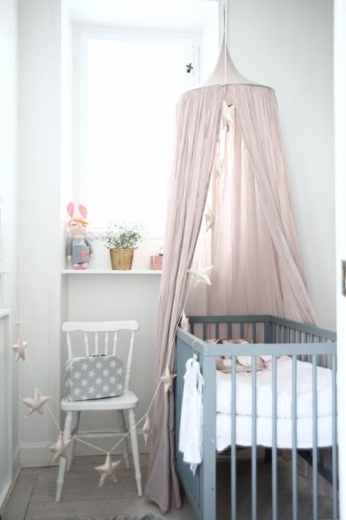 kūdikio lovelės dekoravimas
