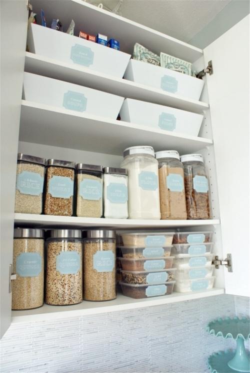 tvarkinga virtuvės spintelė