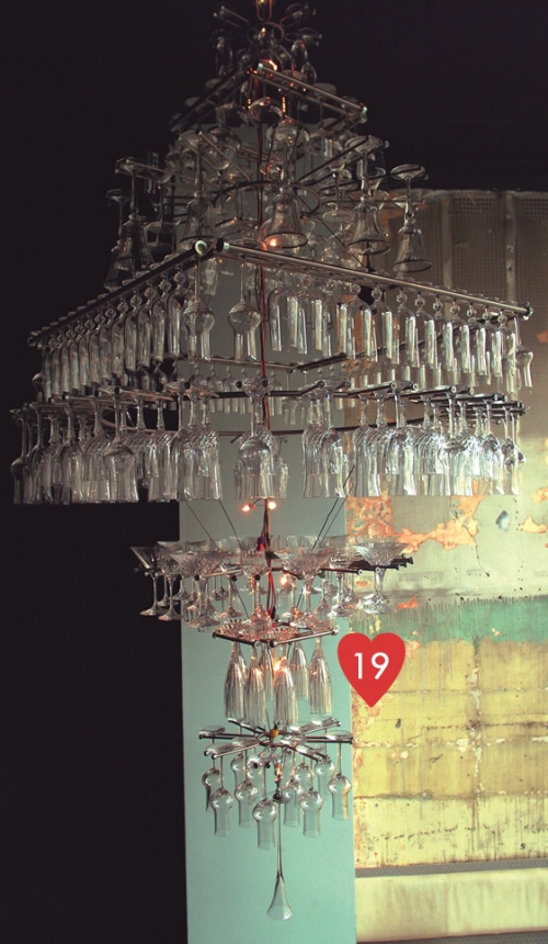 19. šviestuvas iš taurių