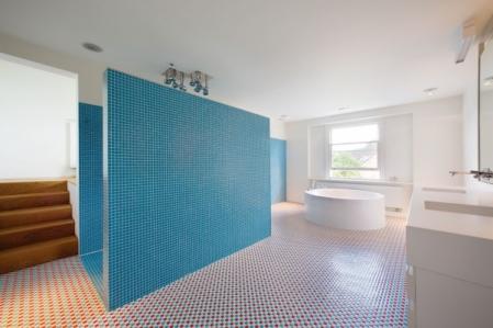 mozaikinės plytelės vonioje