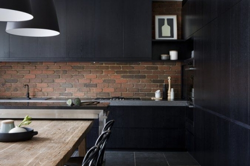 red bricks backsplash