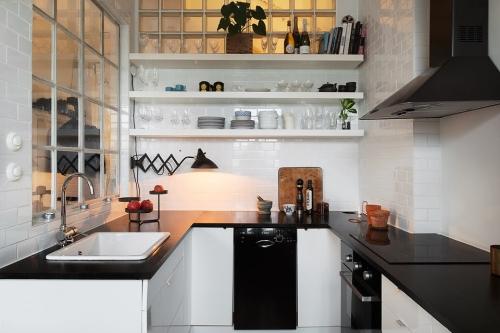 stiklo blokeliai virtuvėje