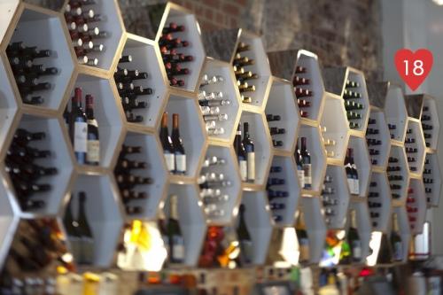 18. butelių lentynos