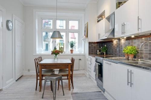 skandinaviškos virtuvės interjeras