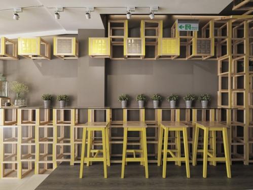 paprastas kavinės interjeras