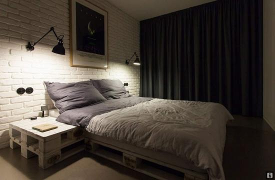 staliukas miegamajame iš euro palečių
