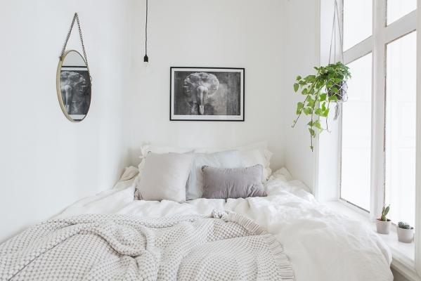 bed between walls