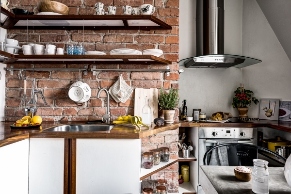 red bricks kitchen backsplash