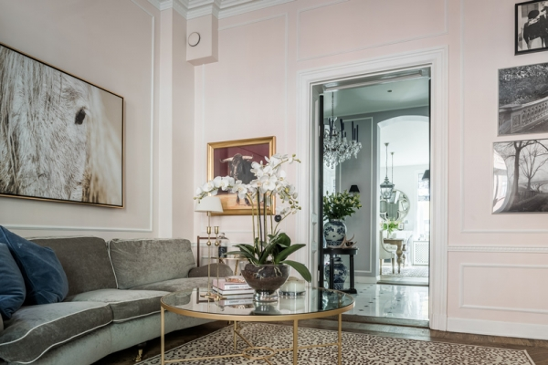 living room pink walls