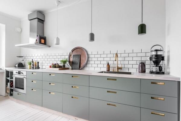 skandinaviska virtuve be pakabinamu spinteliu