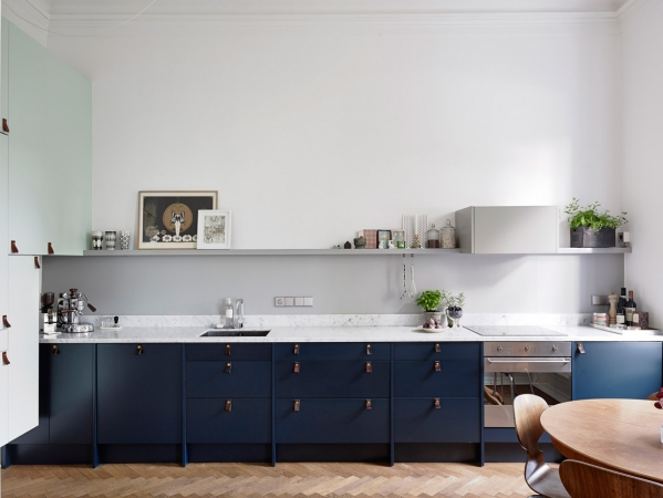 dark blue kitchen cabintes