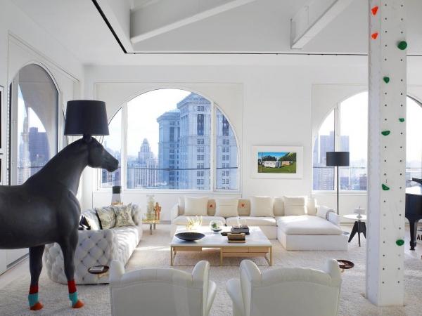 lighting horse