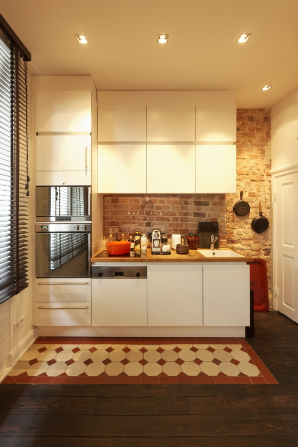 red brick backsplash