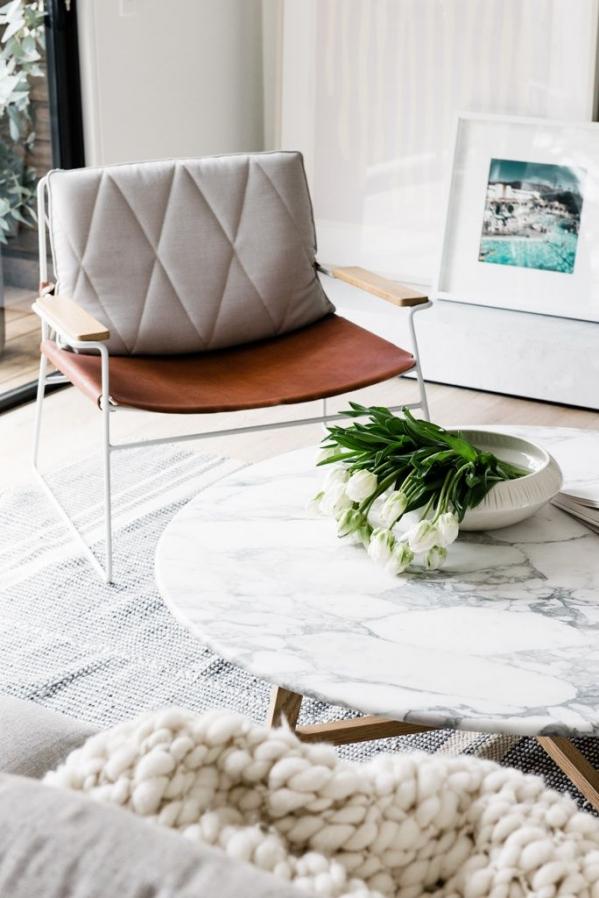 kavos staliukas iš marmuro