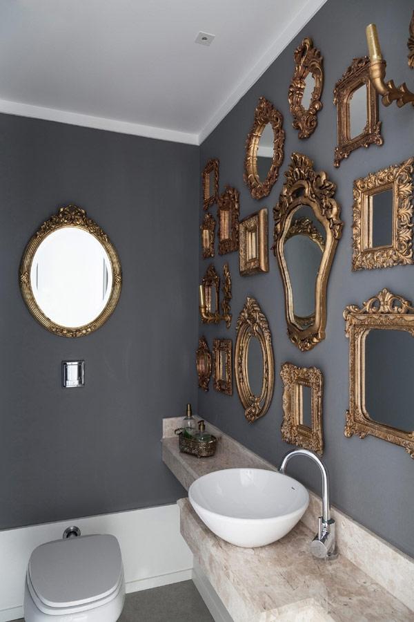 daug veidrodziu tualete