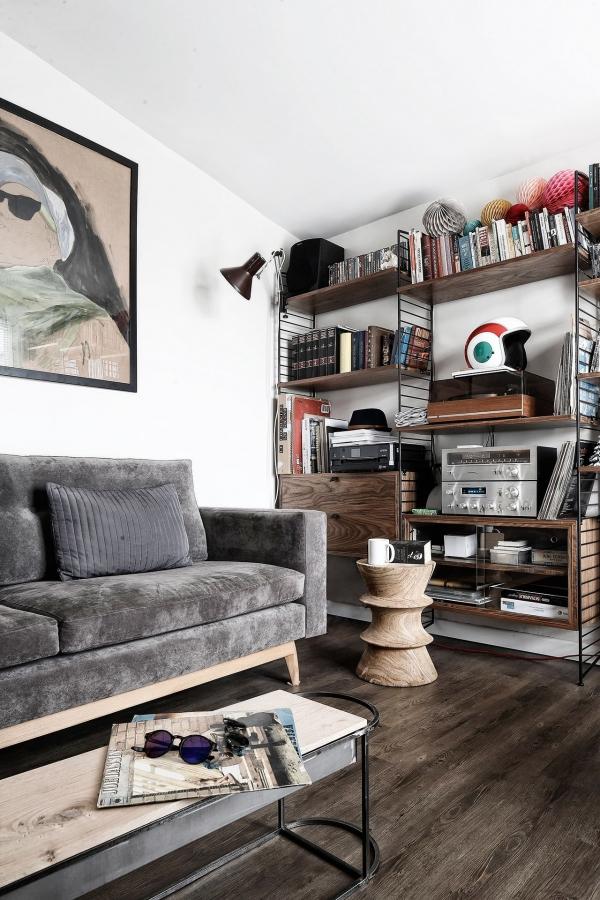 aksomine sofa pilka
