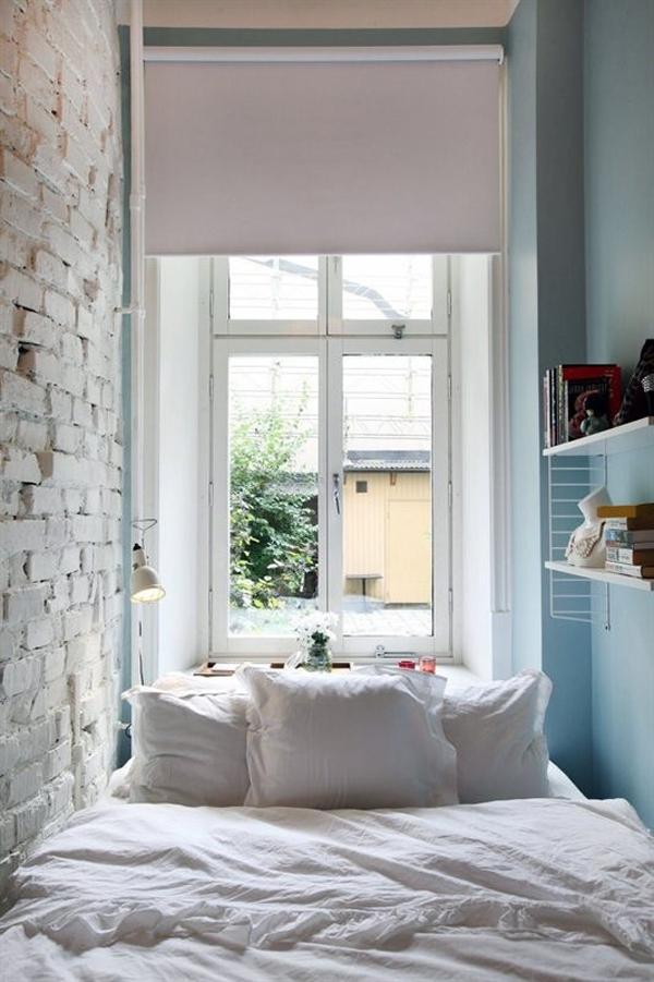 lova tarp sienu