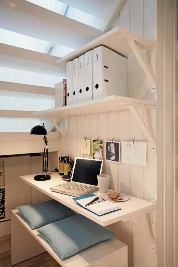 darbo stalas po laiptais