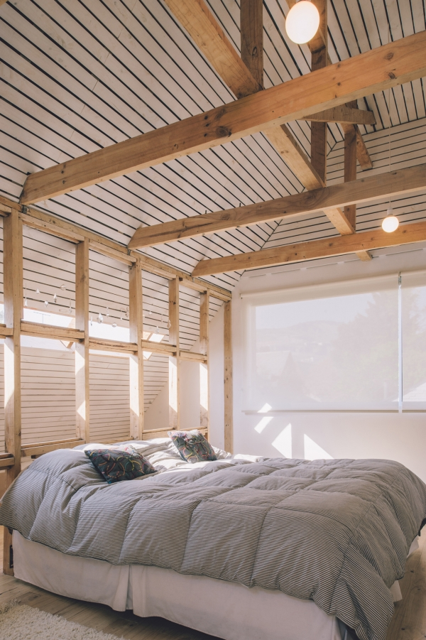 medinės sijos miegamajame