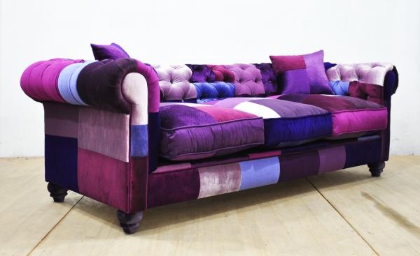 spalvota sofa