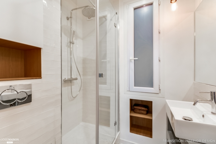 mazas vonios kambarys
