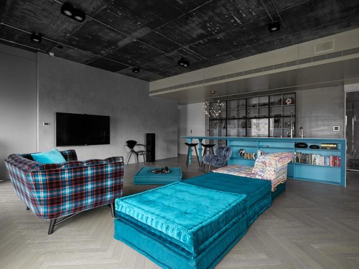ryskiai melyna sofa