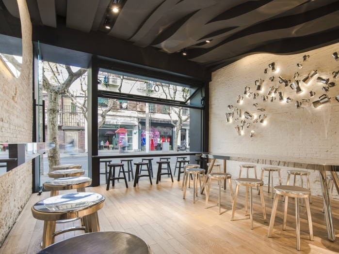modernus kavos baro interjeras