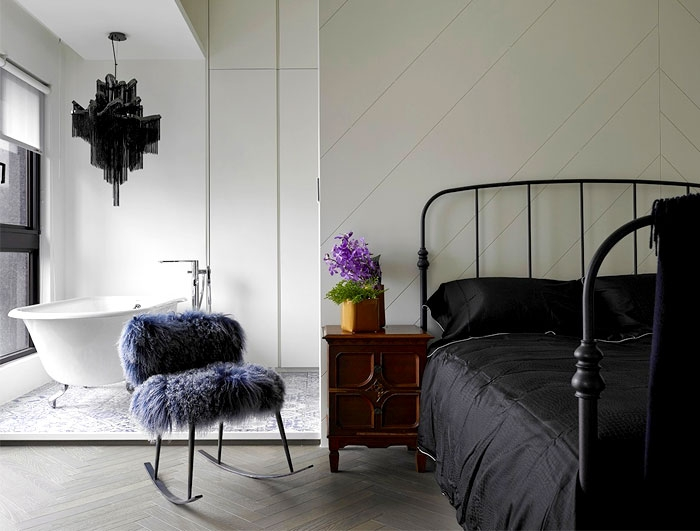 juoda lova miegamajame